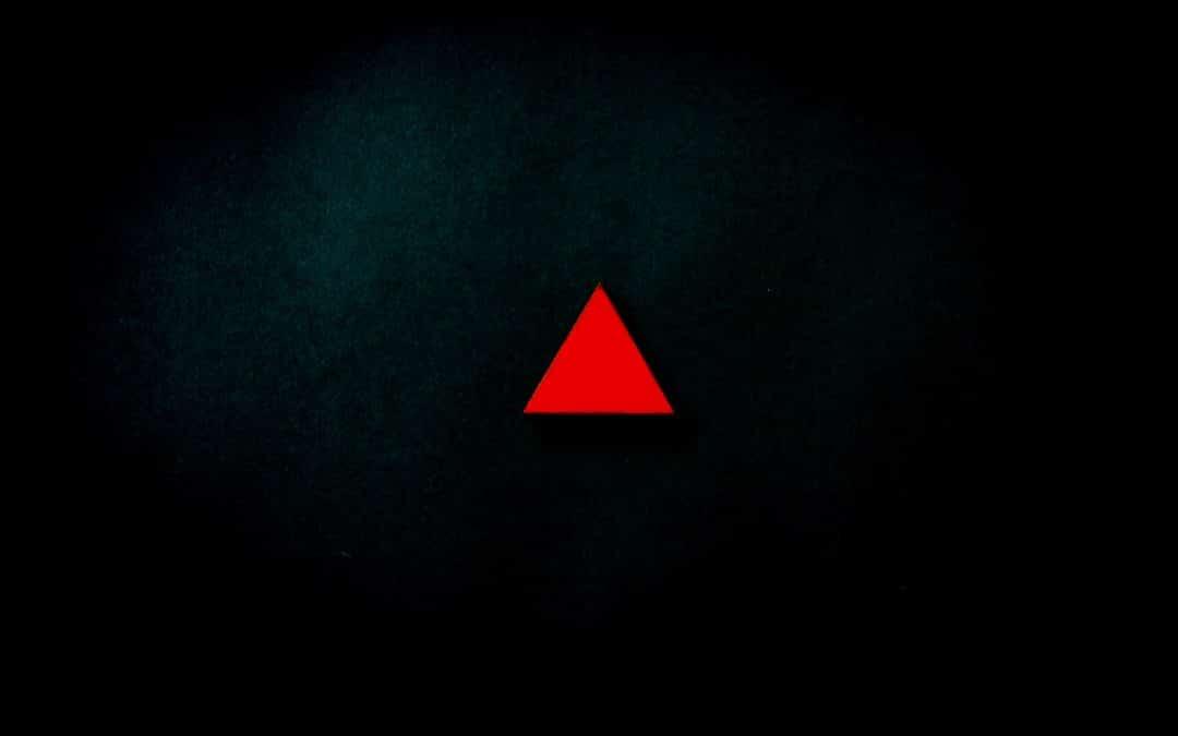 Bild mit rotem Dreieck zum Thema magische Dreieck der Geldanlage
